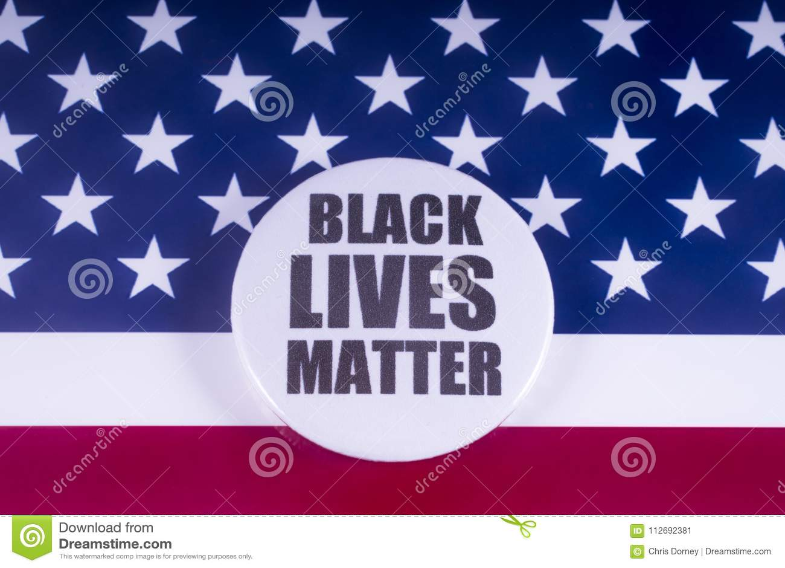 Crachá preto da matéria das vidas sobre a bandeira dos EUA