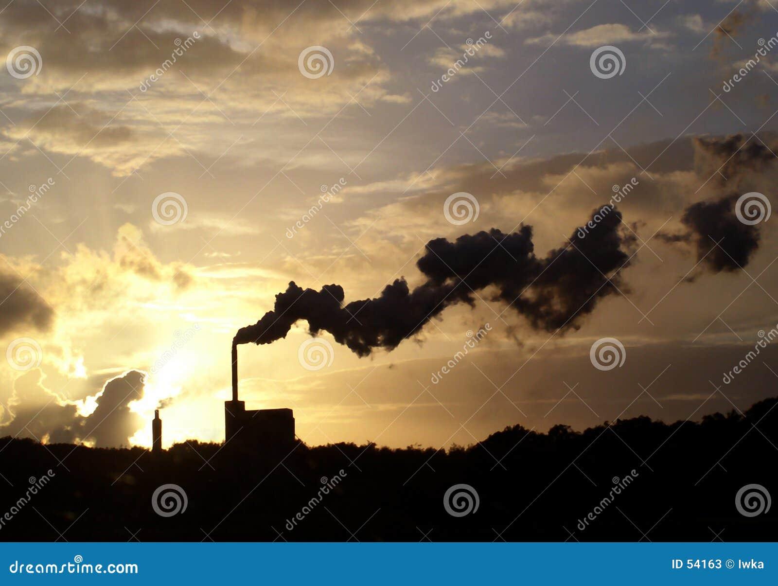 Download Cracher la fumée image stock. Image du polluez, papier, environnement - 54163