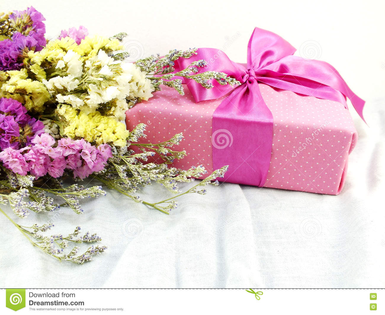 Craft Paper Gift Box With Ribbon Bow And Flower Bouquet With Fabric