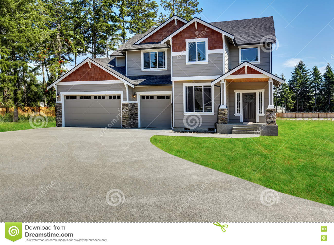 Craftsman American House With Rocks Trim Garage And Concrete Floor