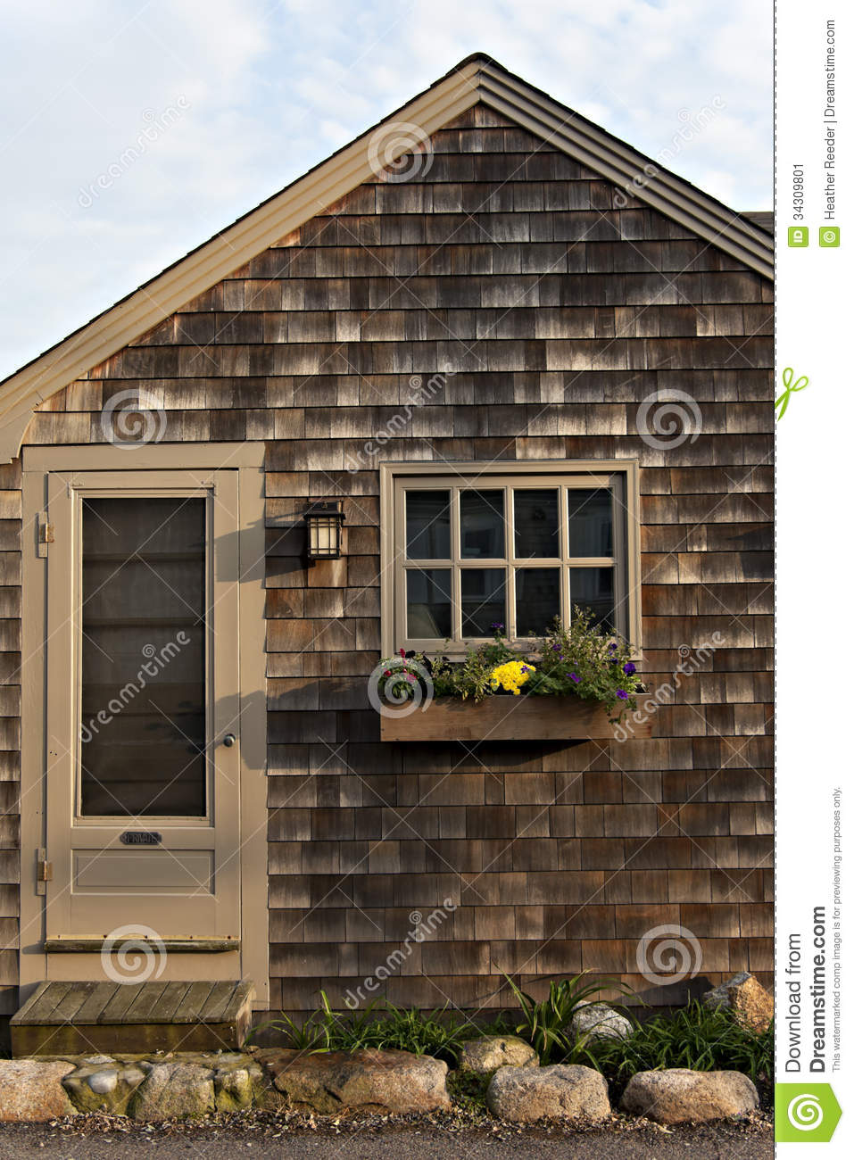 Craftsman style cottage with wood shingles window and for Craftsman style window boxes