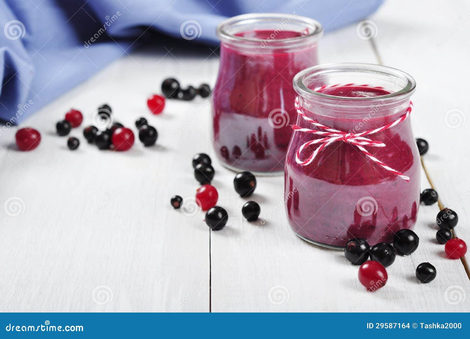 Cranberry- och svartvinbärsmoothie