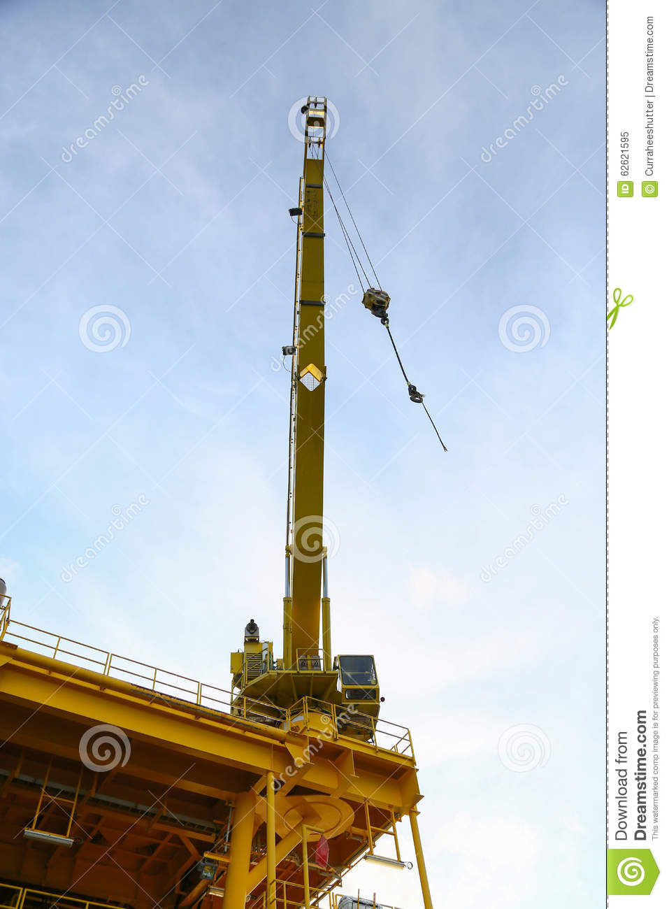 Gas Lift Operation Animation : Crane operation transfer cargo on the platform and moving