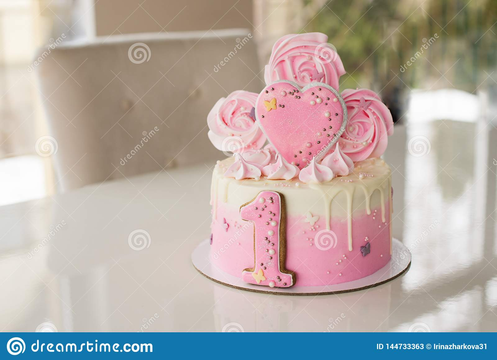 Enjoyable Crash Pink Cake At The Celebration Of The First Birthday Of The Funny Birthday Cards Online Alyptdamsfinfo