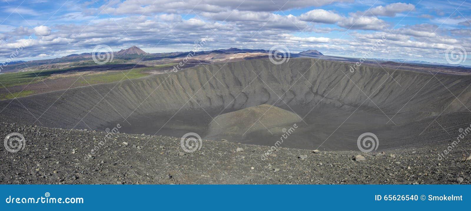 Cratère volcanique de Hverfjall près de lac Myvatn en Islande, un de Th