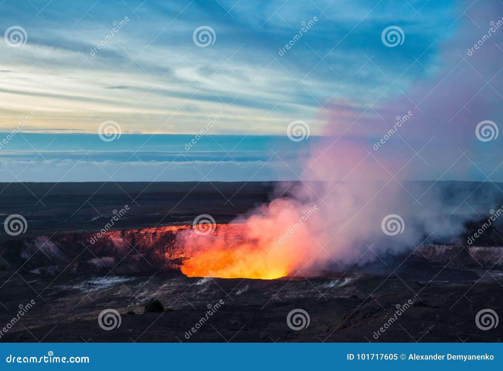 Cratere di Kilauea, parco nazionale dei vulcani delle Hawai, grande isola, Hawai