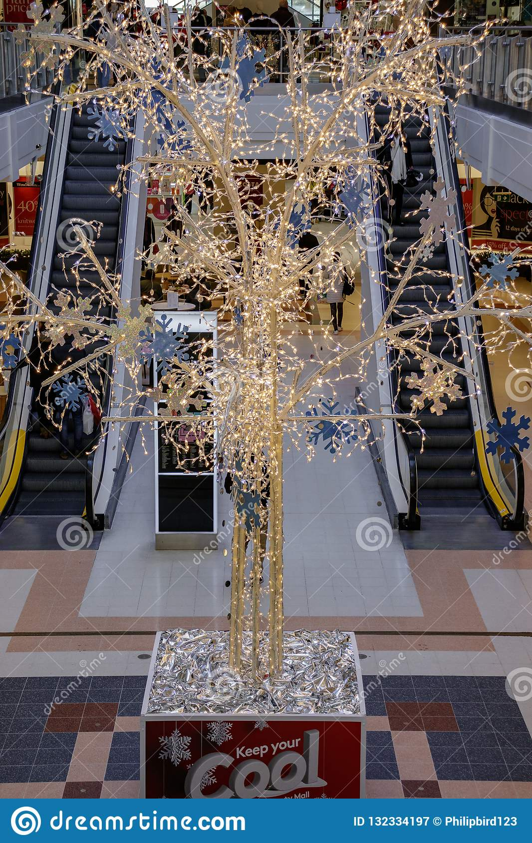 CRAWLEY, WEST SUSSEX/UK - NOVEMBER 21 : View Of Christmas Decorations In County Mall Crawley ...