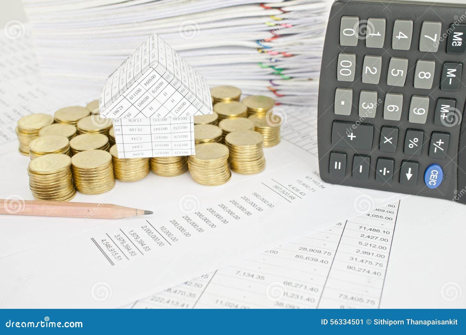 crayonnez avec la maison sur la verticale d'endroit de pièces d'or