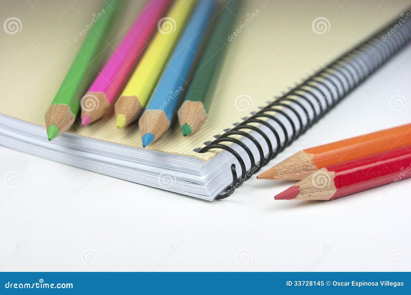 Crayons. Блокнот.