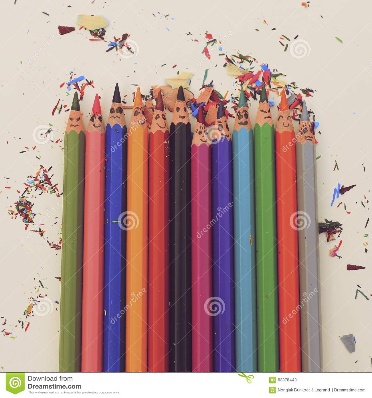 Download Crayons colorés heureux image stock. Image du coloré - 63078443