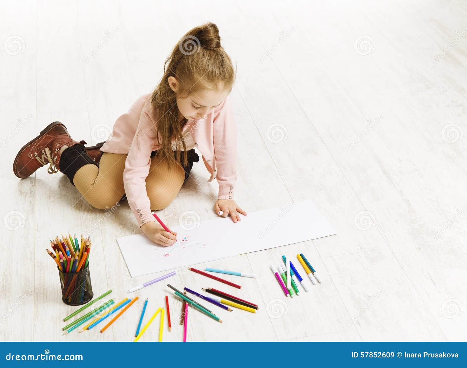 crayons de couleur de dessin de fille d 39 enfant ducation artistique d 39 enfant photo stock. Black Bedroom Furniture Sets. Home Design Ideas