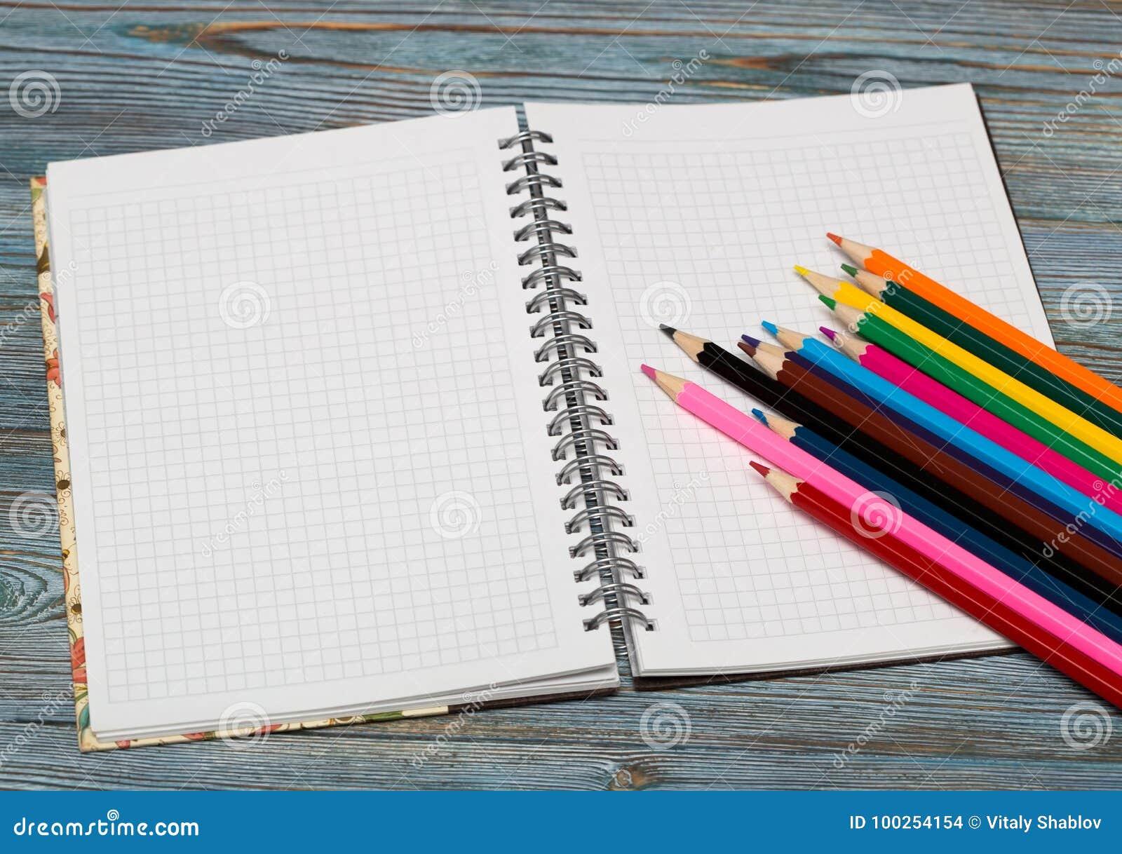 Crayons Dessin avec un crayon Apprentissage pour dessiner