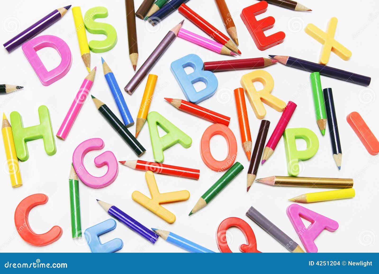 Crayons et alphabets de couleur