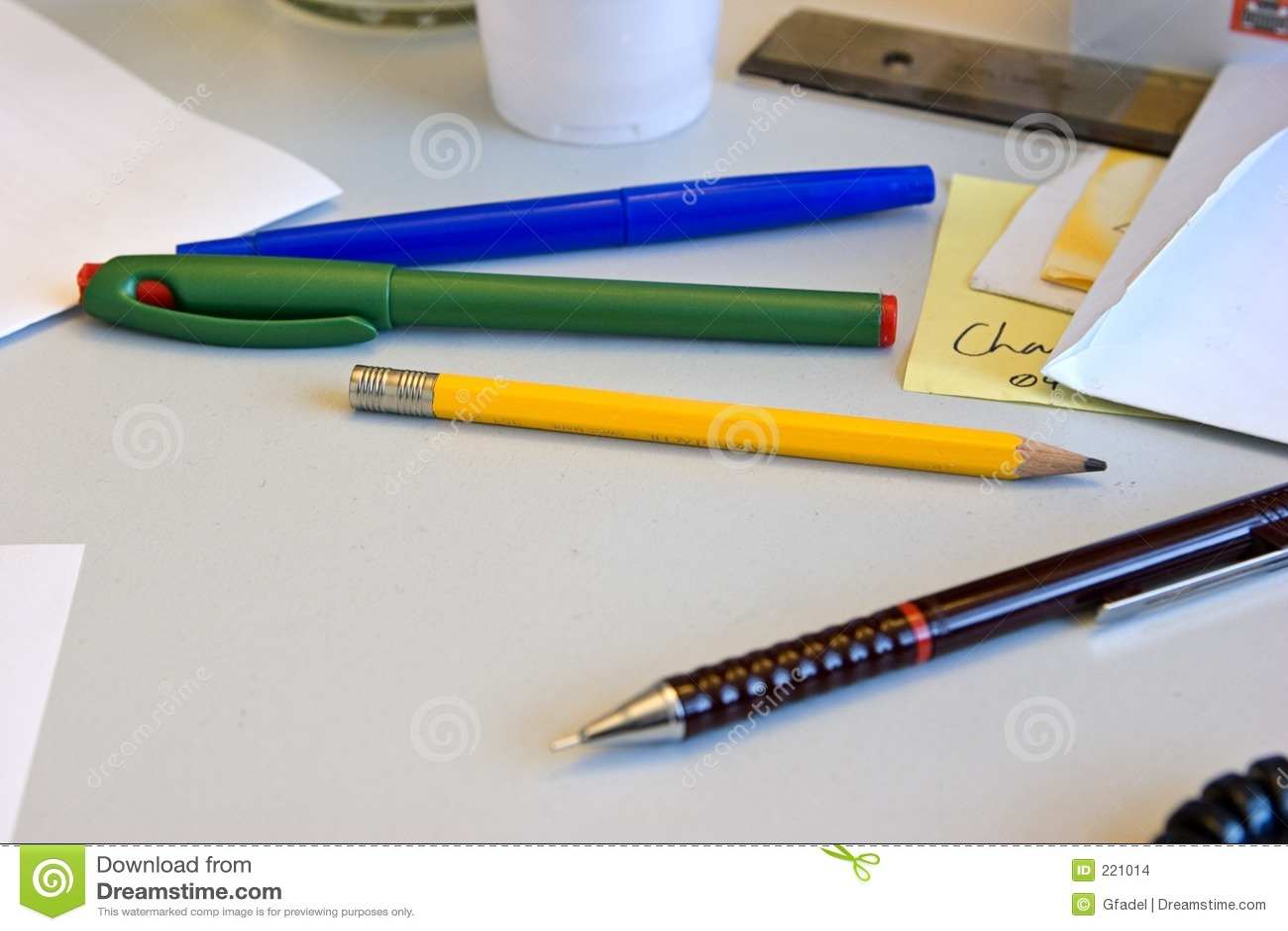 Crayons lecteurs et crayons