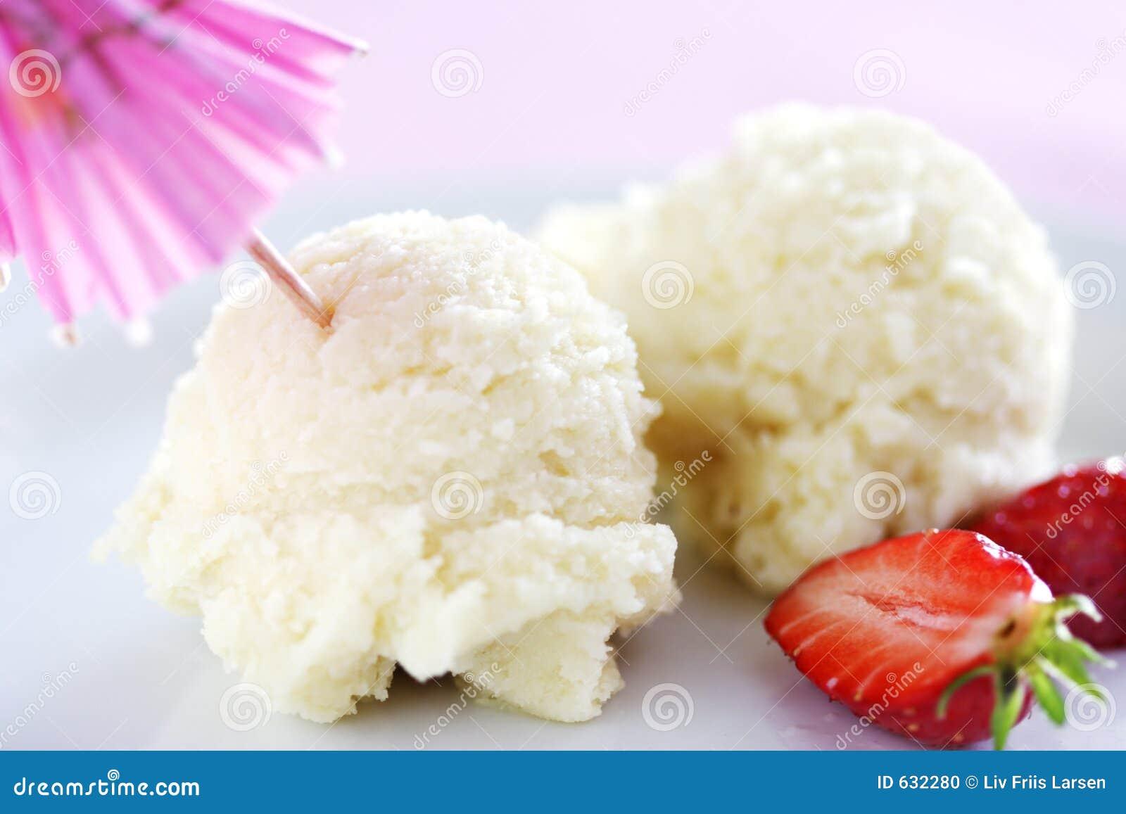 Download Cream льдед dstrawberries стоковое фото. изображение насчитывающей холодно - 632280