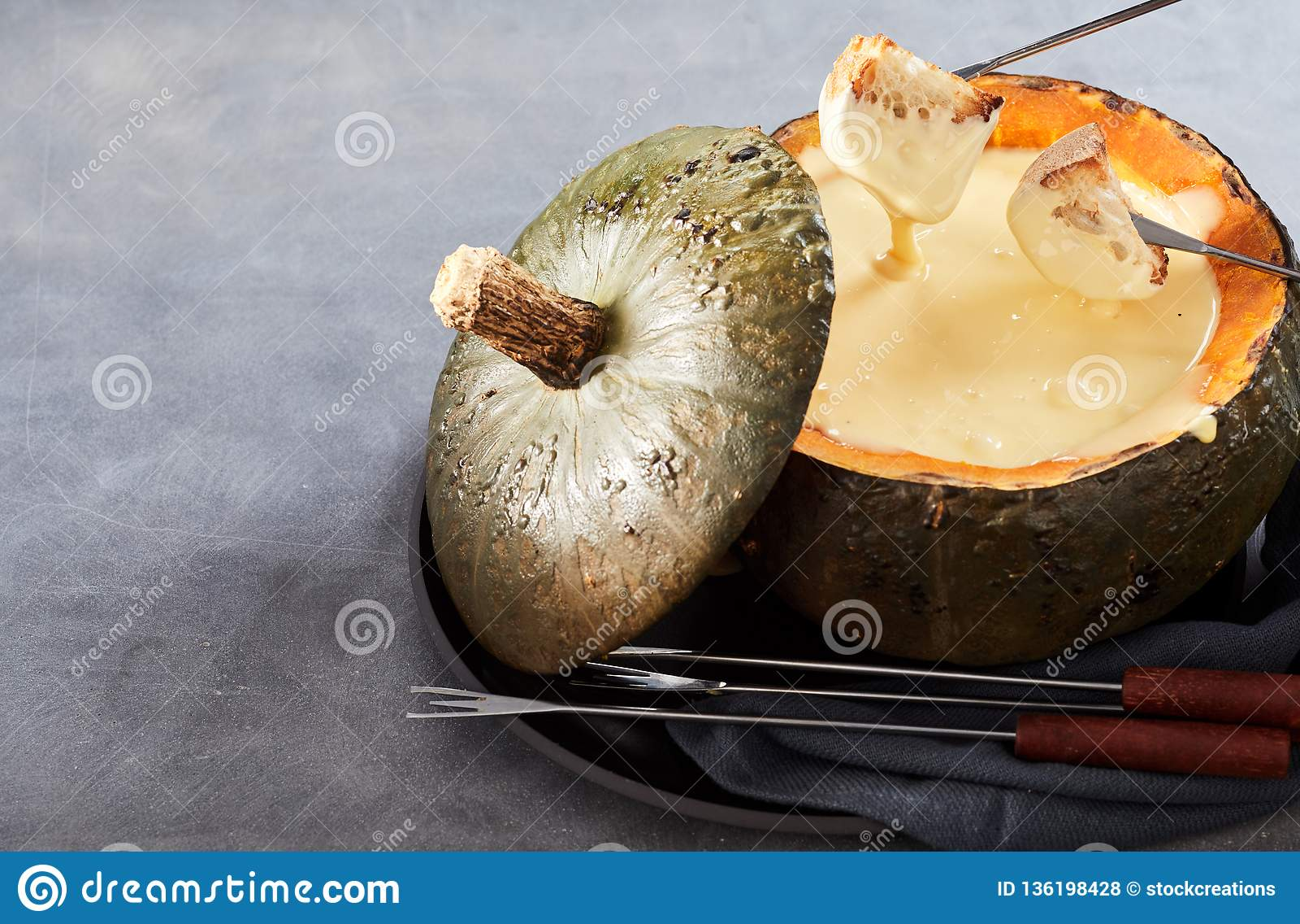 Creamy cheese fondue for entertaining