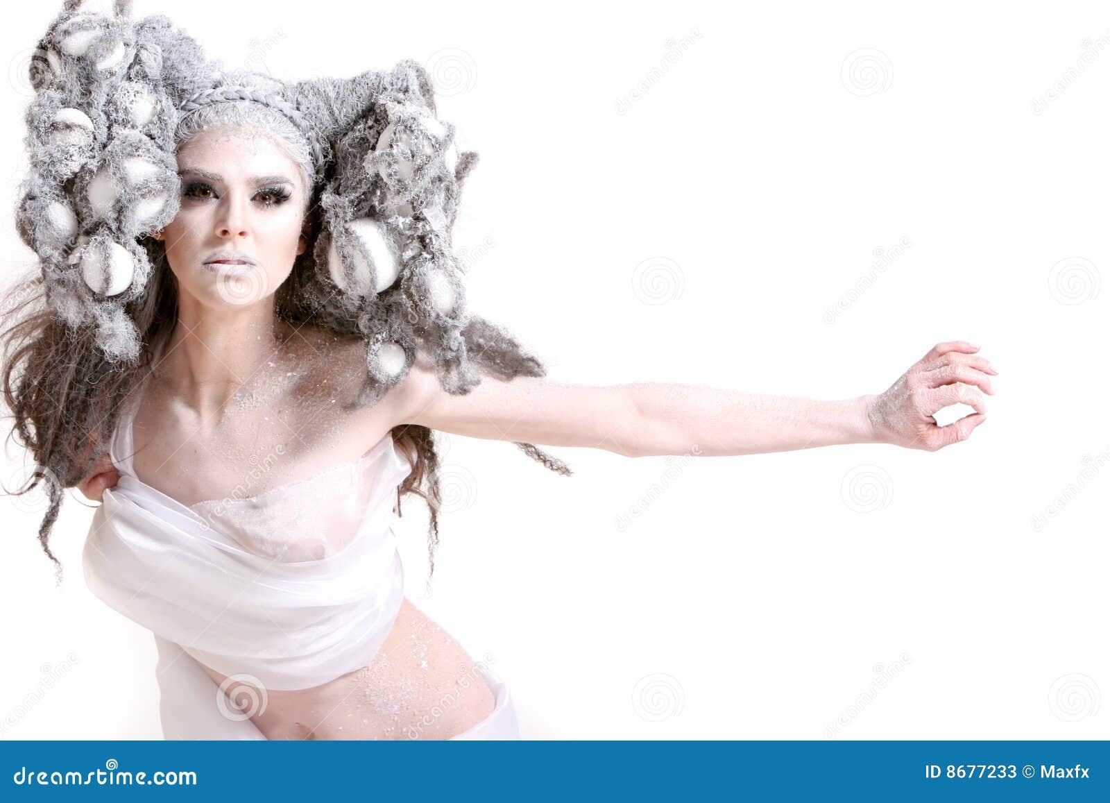 Creatief make-up en haar op een maniermeisje