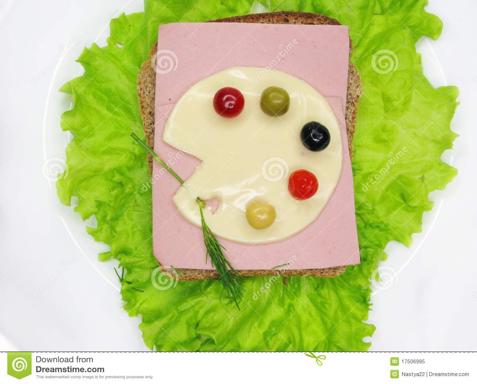 Creatieve plantaardige sandwich met kaas en ham