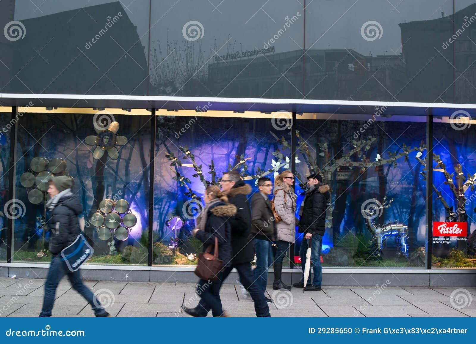 Creatieve shopwindow van fissler decoratie redactionele afbeelding beeld 29285650 - Afbeelding van decoratie ...