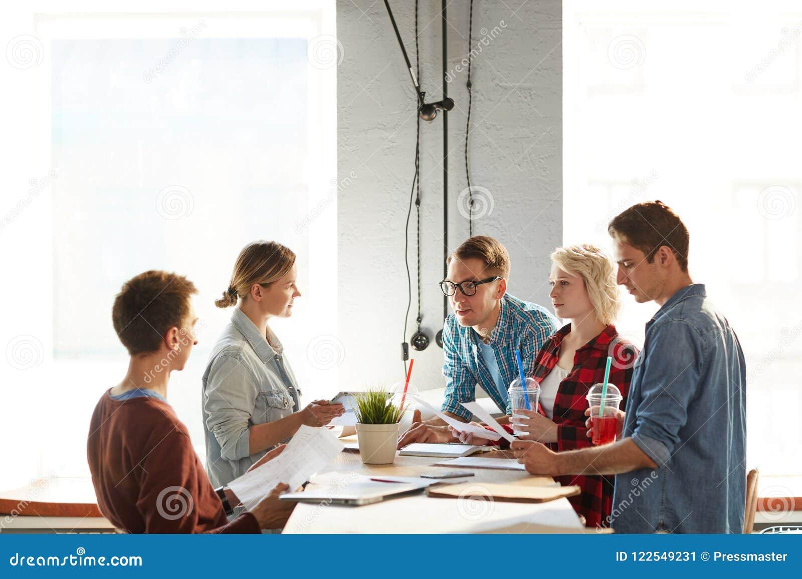 Creatieve Zaken Team Communicating
