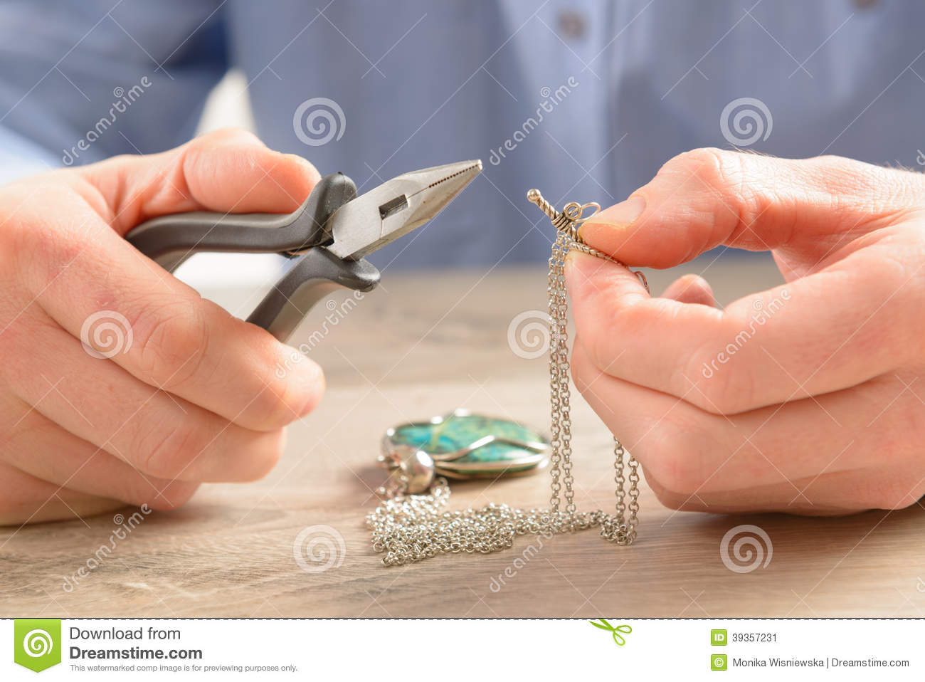 Creating or fixing jewelry