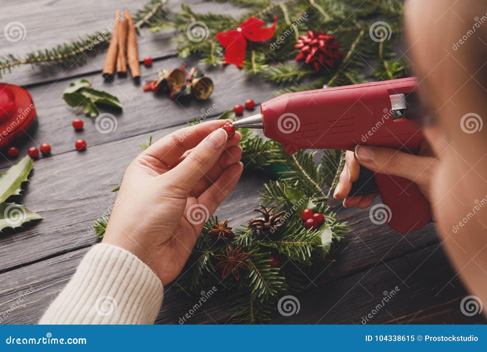 Creative Xmas Hobby Craft Wreath Making Christmas Wreath With Glue