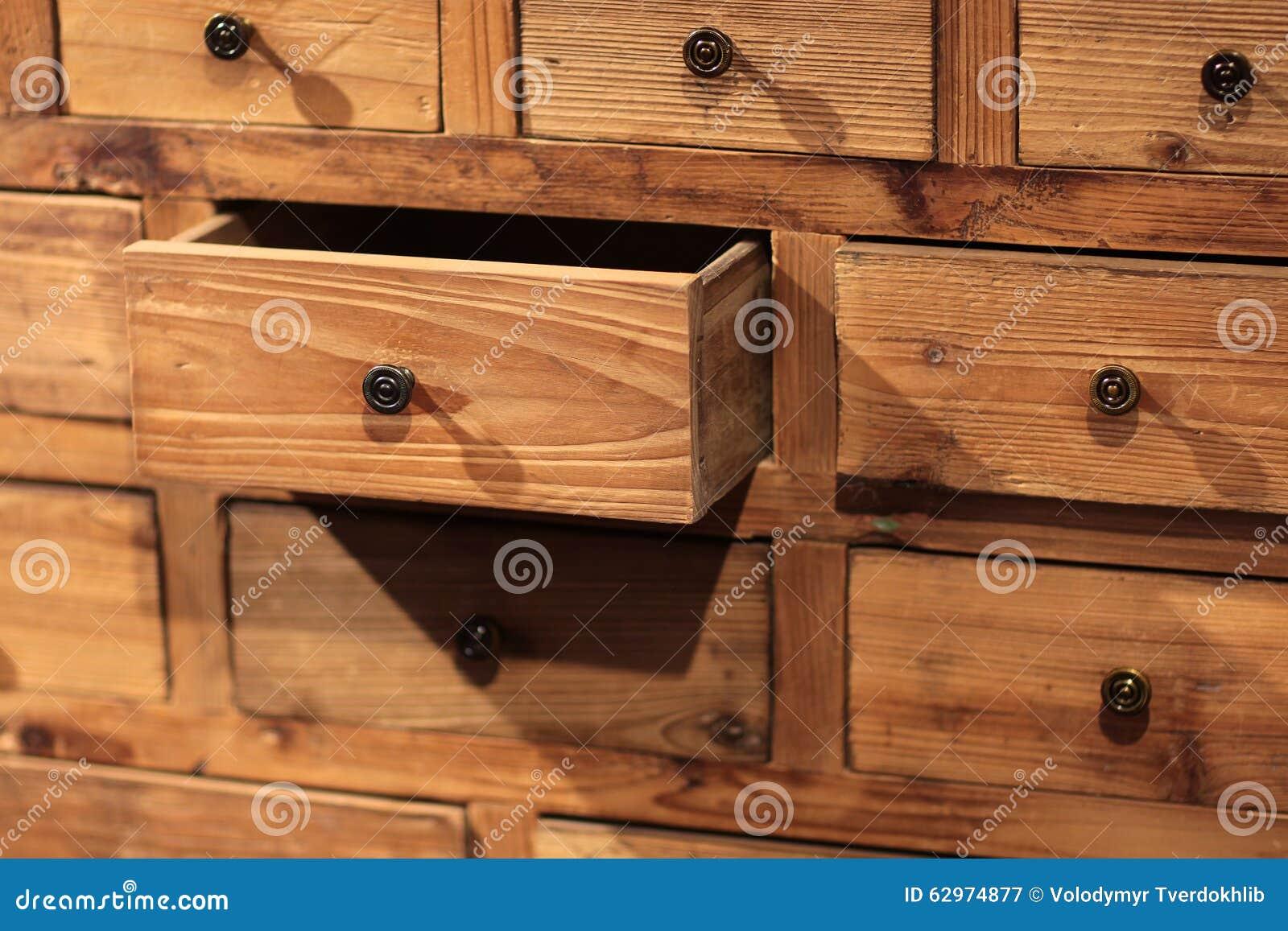 Credenza Con Cassetti : Credenza di legno con i piccoli cassetti immagine stock