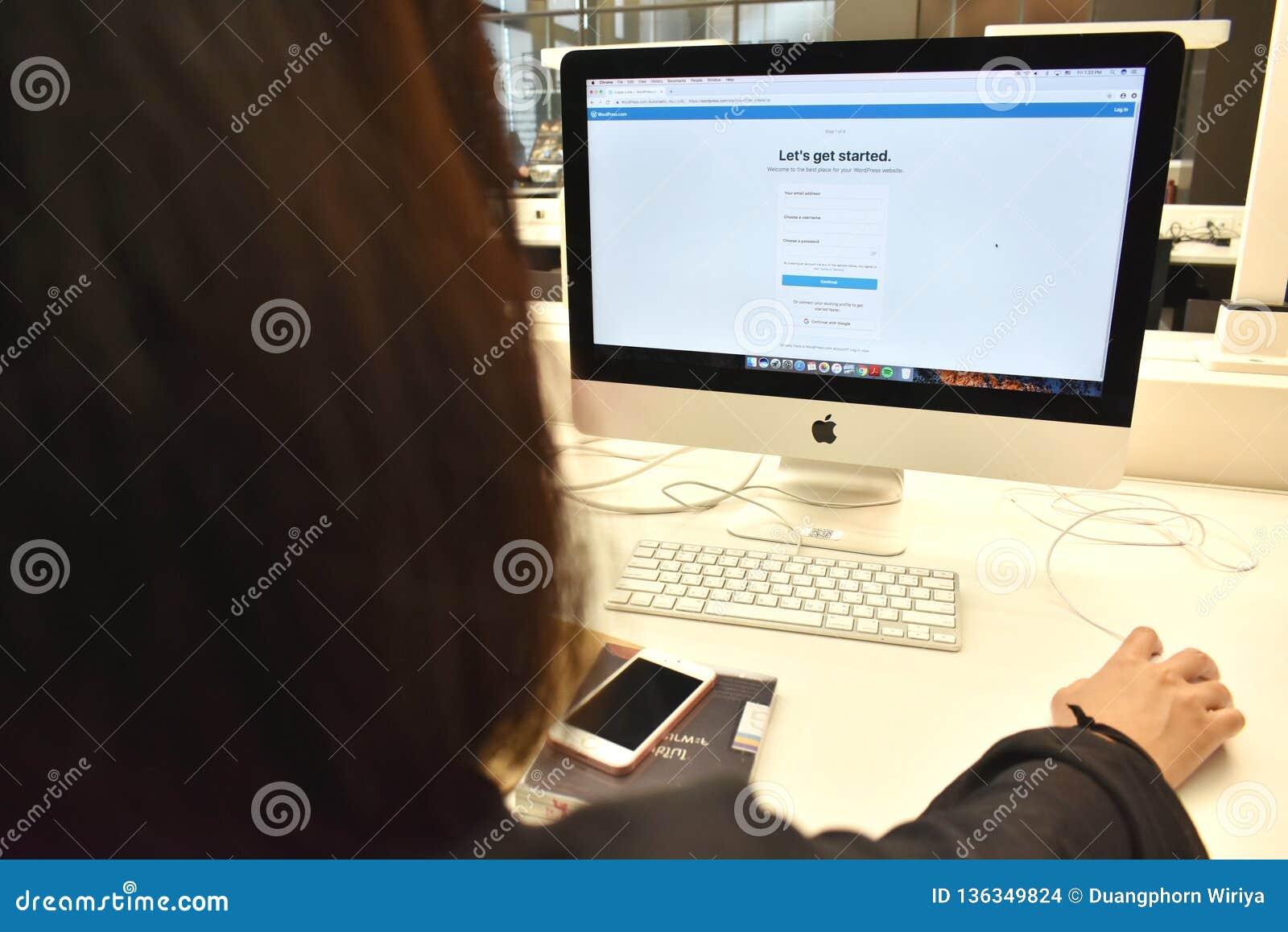 Creeer WordPress-Websiteconcept, is de Gebruiker creeert website van wordpress door browser