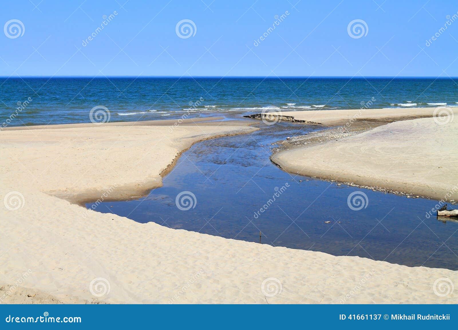 The Creek пропускает в море