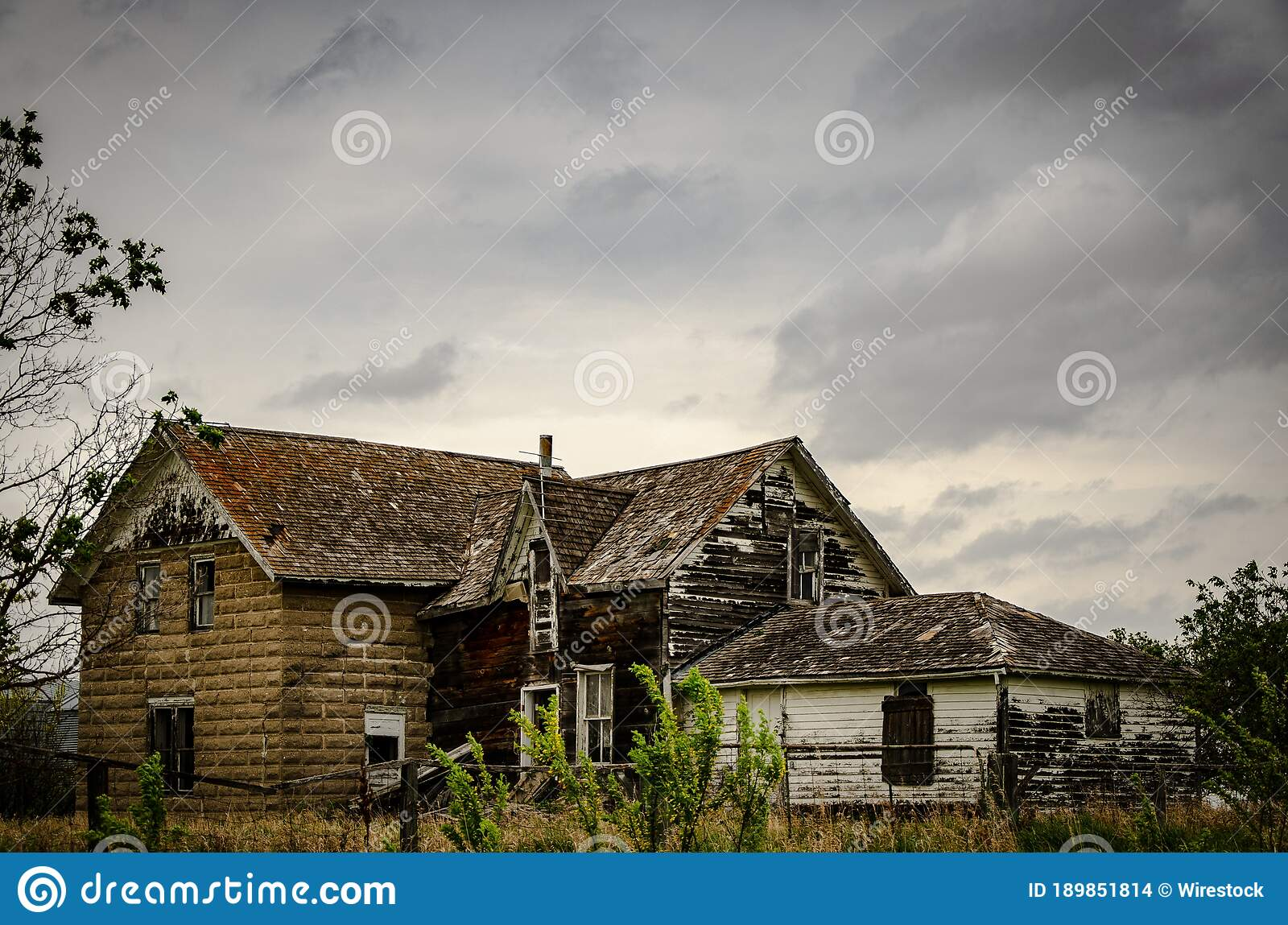 Creepy Old And Aged Abandoned House In A Field Under The Cloudy And Rainy Sky Stock Photo Image Of Field Haunted 189851814