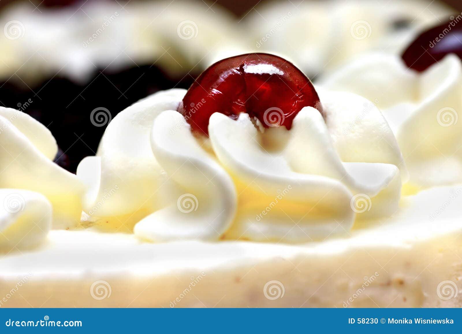 Crema azotada con la cereza