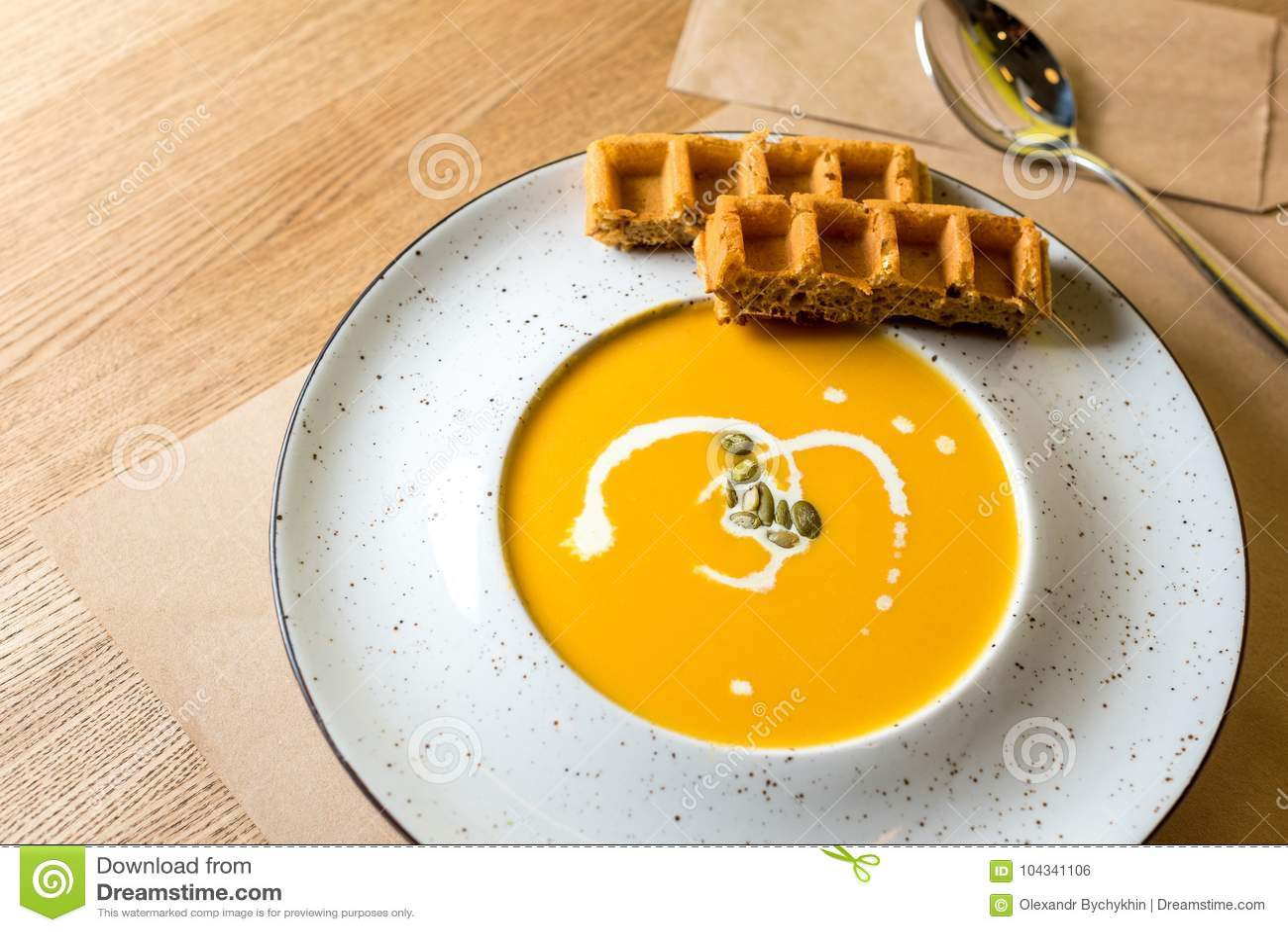 Crema De La Sopa De La Calabaza Y De La Zanahoria Con Las Galletas ...