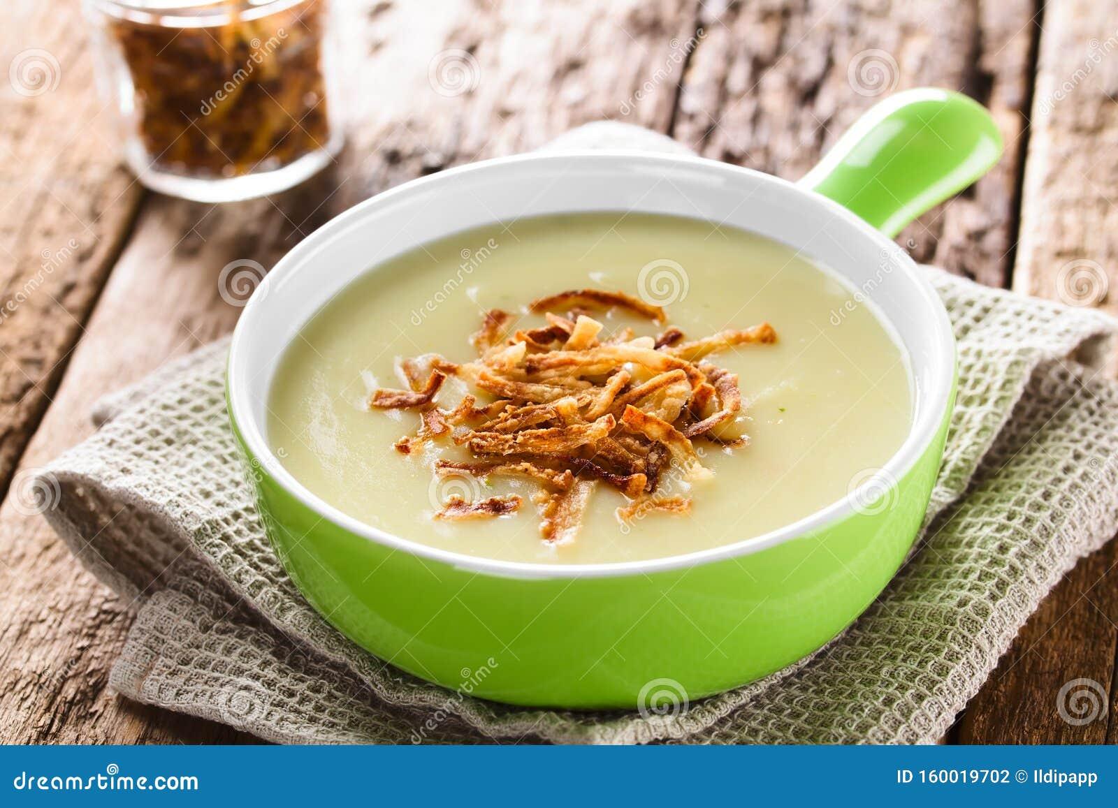 Patata Porner crema fresca de sopa de patata foto de archivo - imagen de