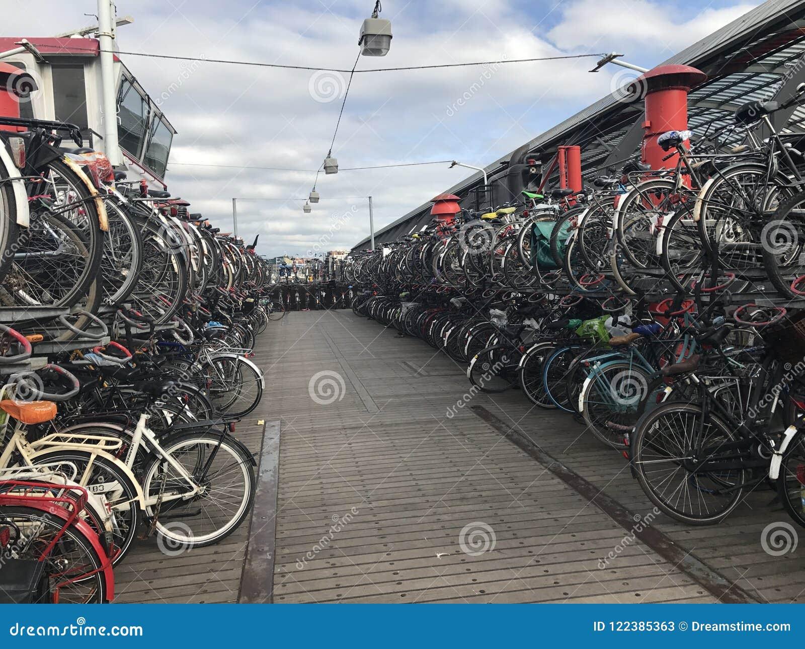 Cremalheira da bicicleta em Amsterdão Países Baixos