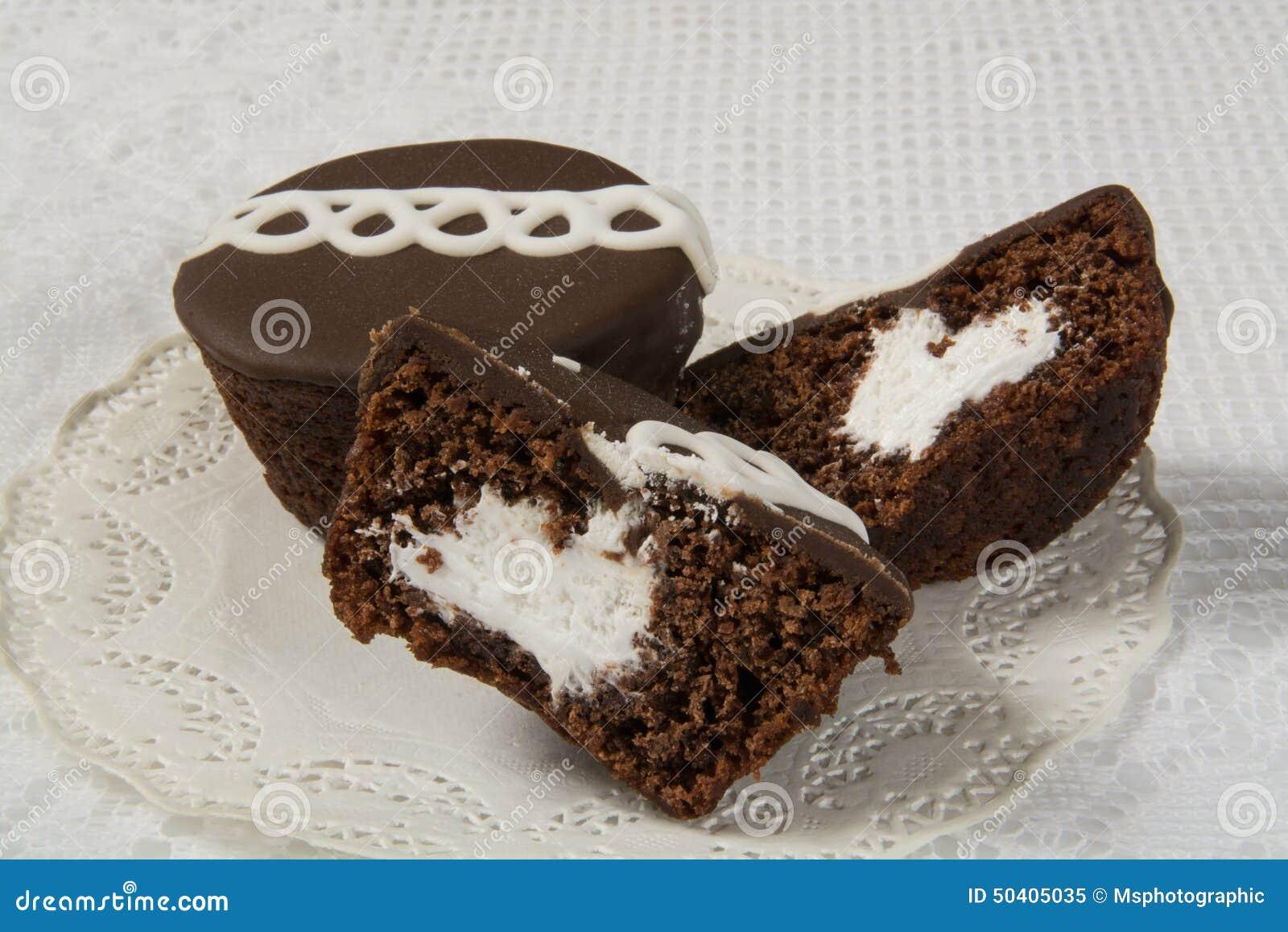 Creme Gefullte Kleine Kuchen Stockbild Bild Von Sahne Nachtisch