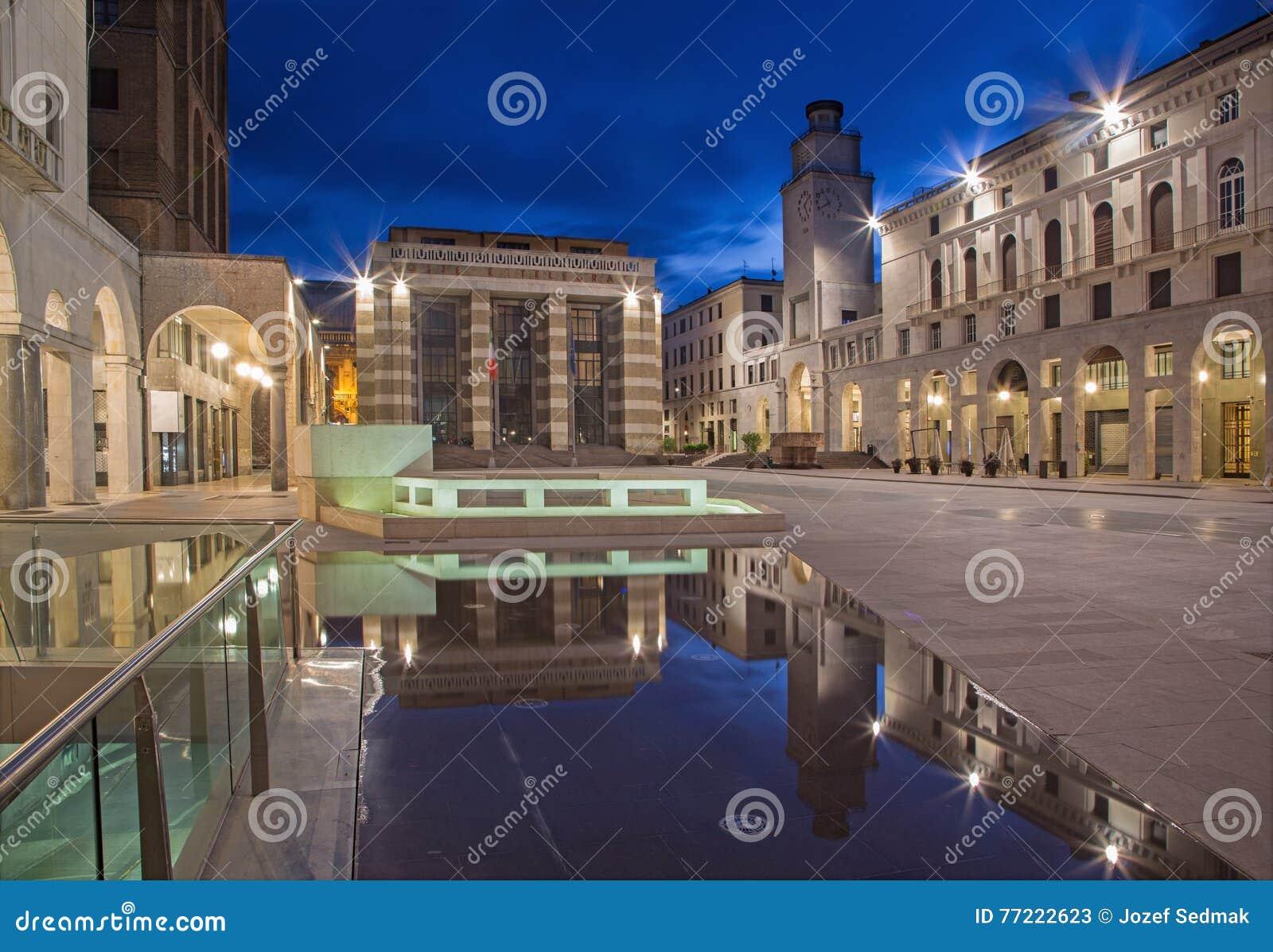 Cremona - il quadrato di Cavour della piazza al crepuscolo
