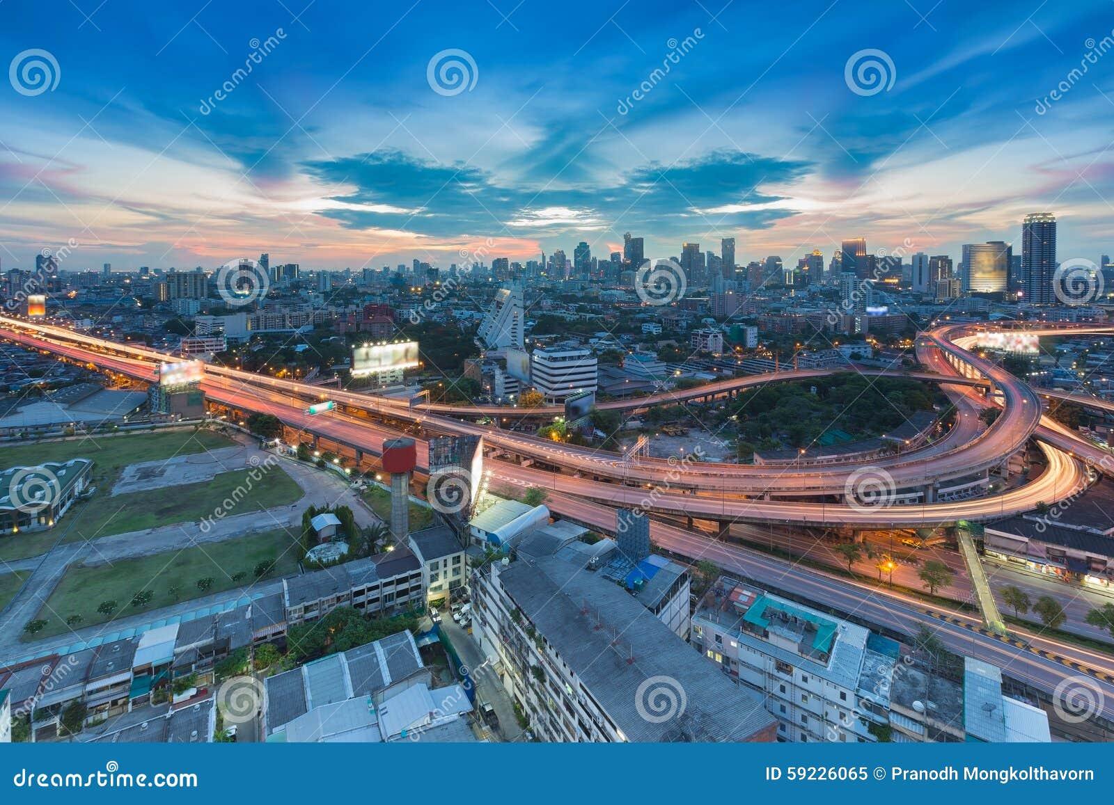 Download Crepúsculo De La Intersección De La Autopista Sin Peaje De La Ciudad Y De La área Comercial Imagen de archivo - Imagen de reflexión, tornillo: 59226065