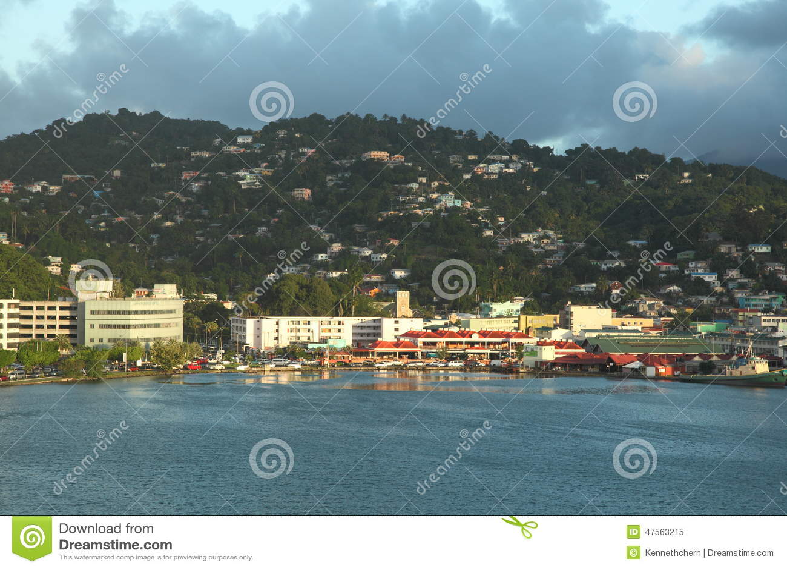 Crepúsculo en Castries, Santa Lucía, isla caribeña