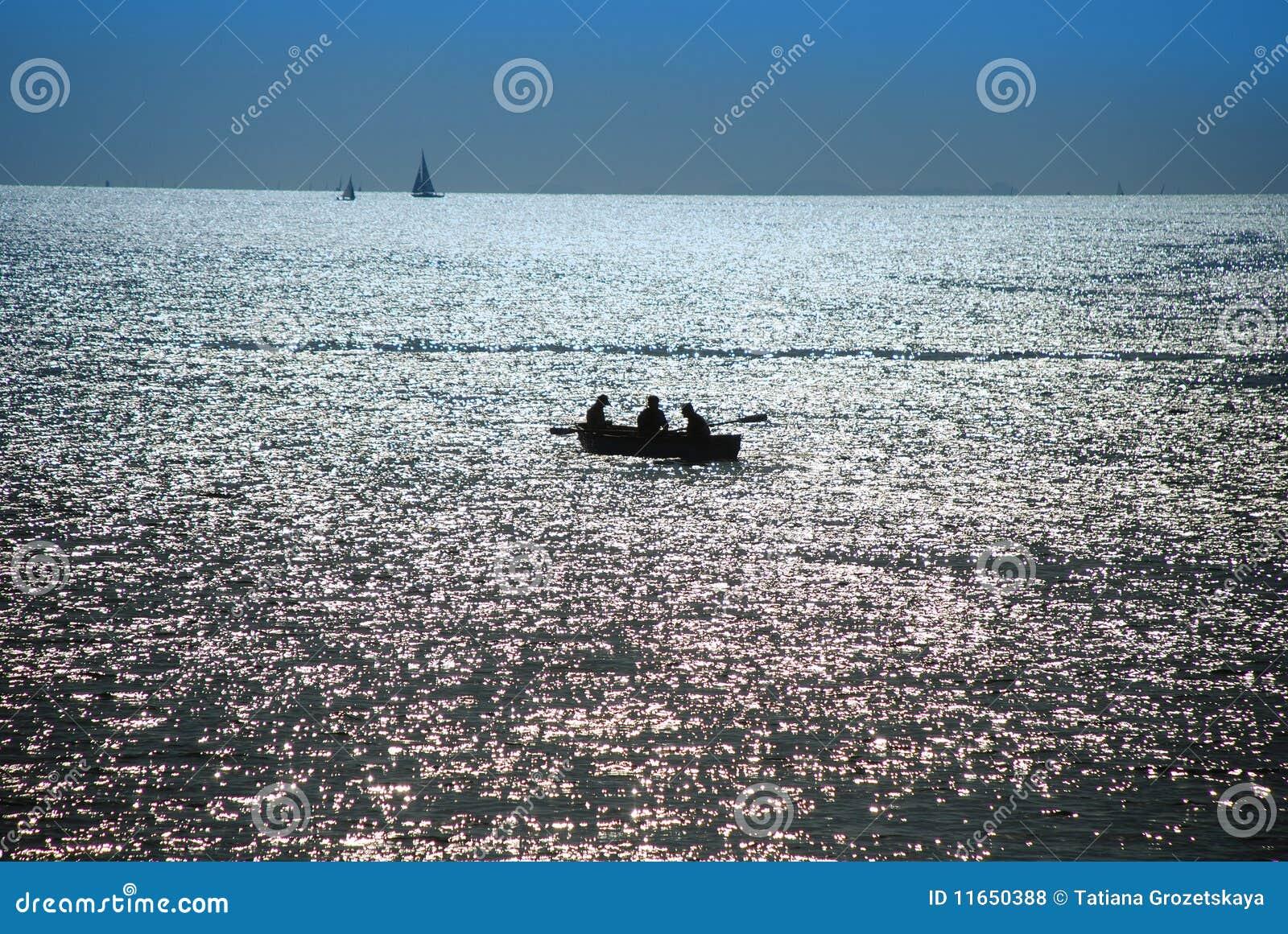 Crepúsculo sobre o mar, pescadores