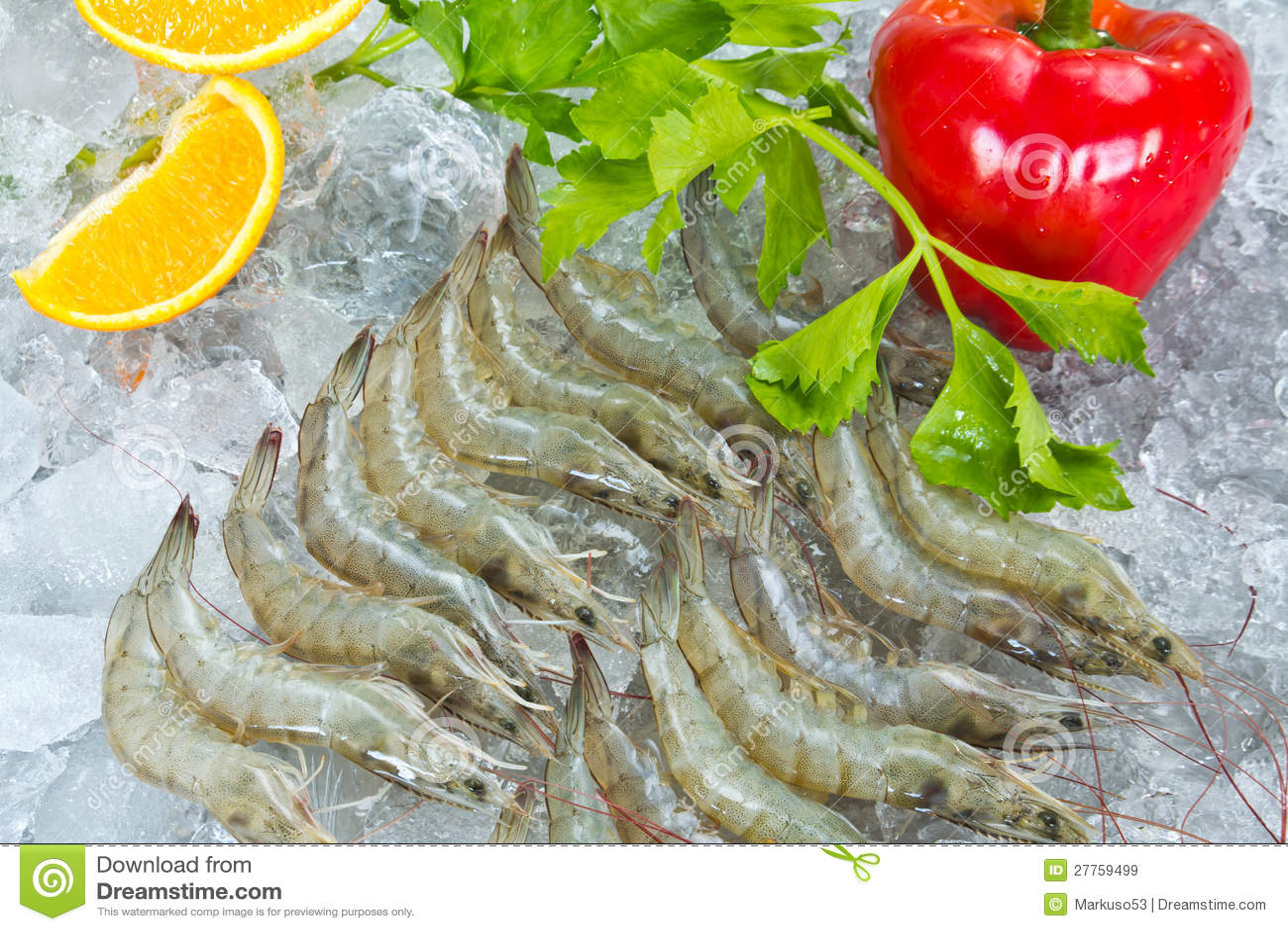 Crevettes et légumes blancs frais