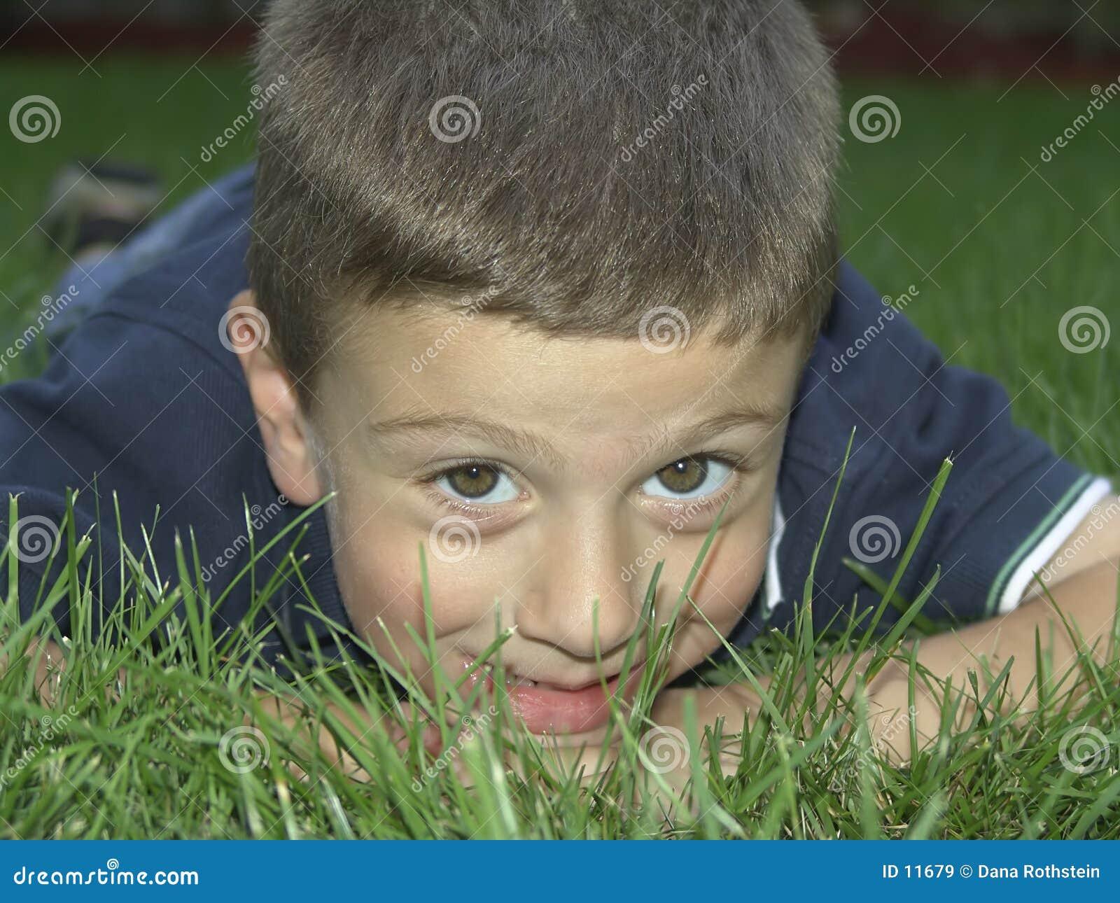 Criança ao ar livre