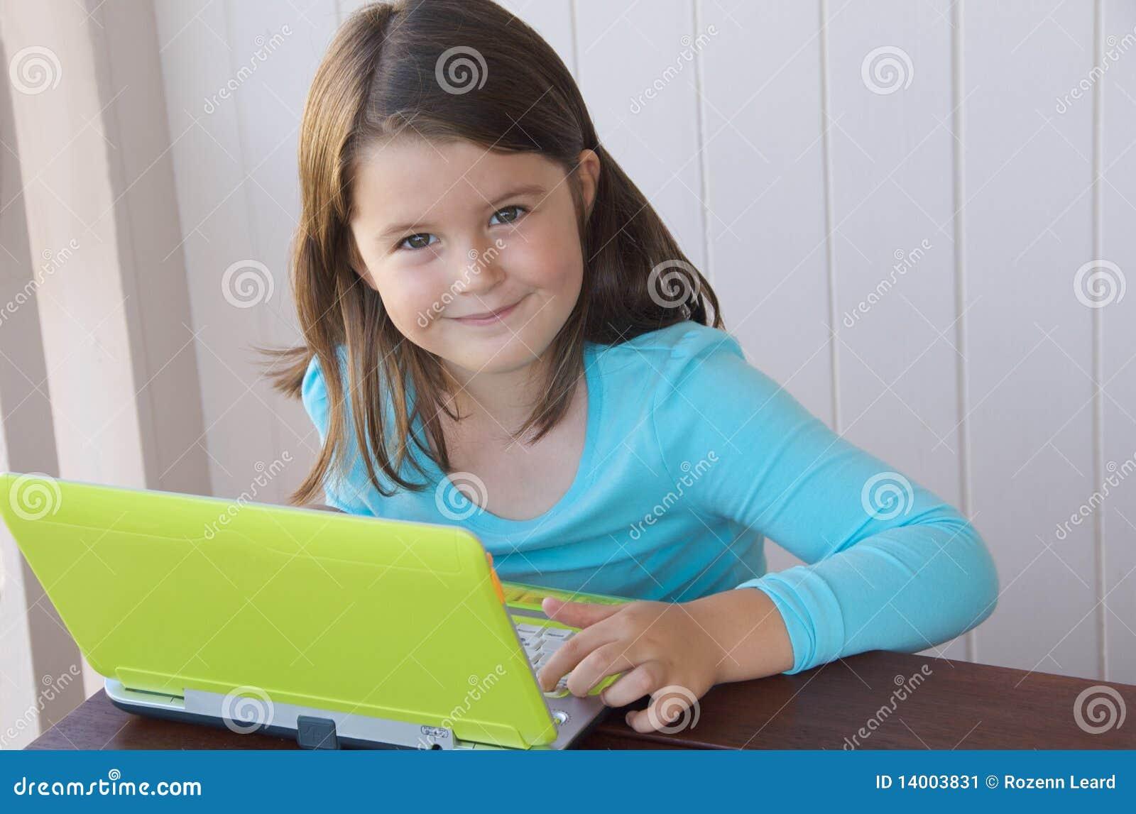 Criança com computador