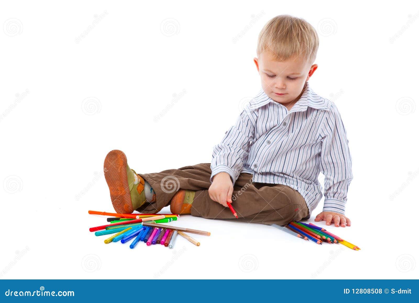 Criança com lápis