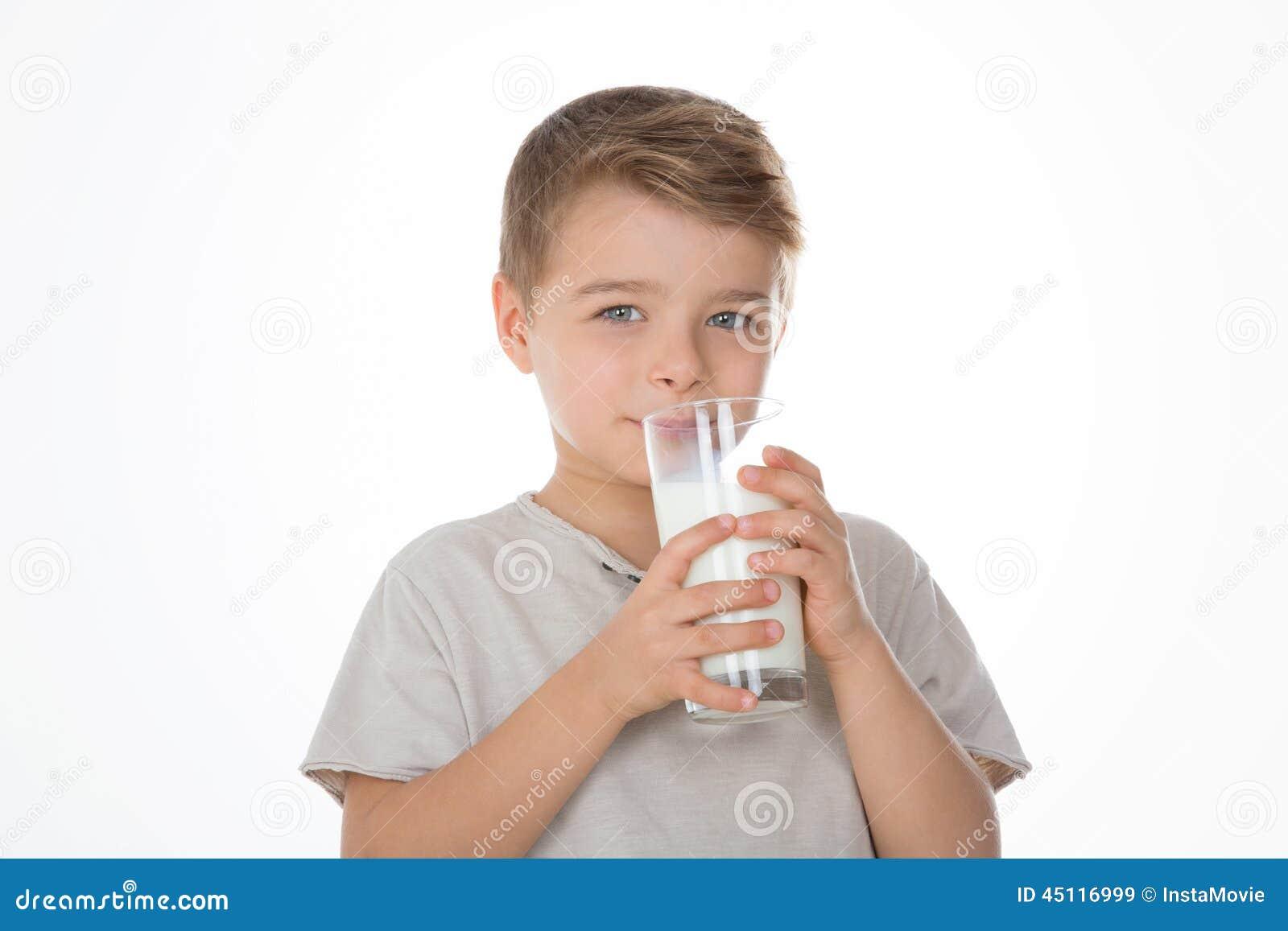 Criança com um vidro