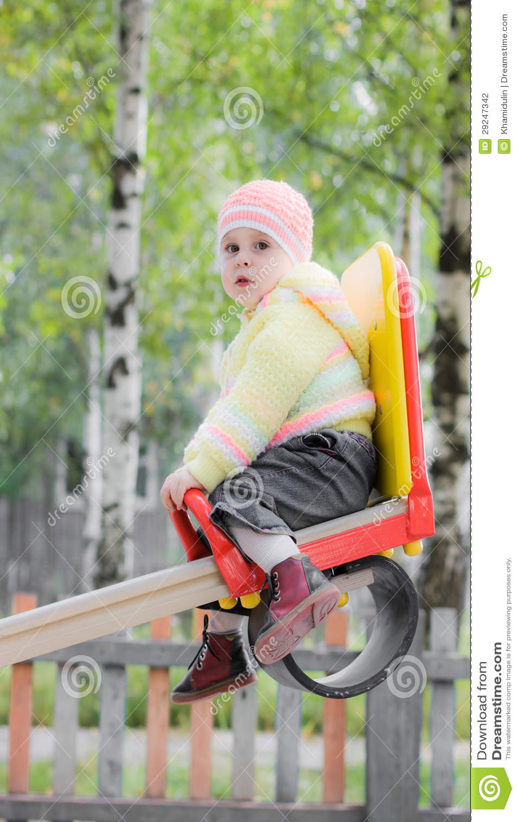 Download Criança de riso no balanço foto de stock. Imagem de liberdade - 29247342