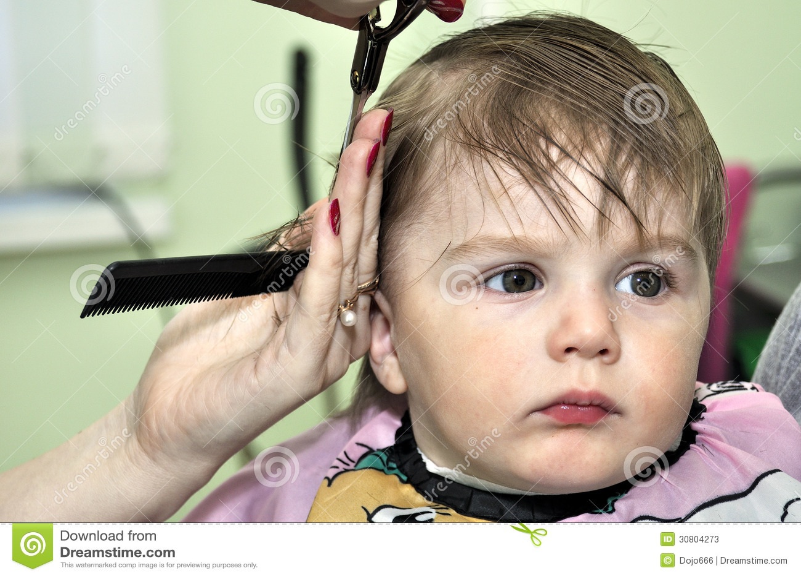 Crian 231 A Do Beb 234 De Um Ano Do Penteado Fotos De Stock