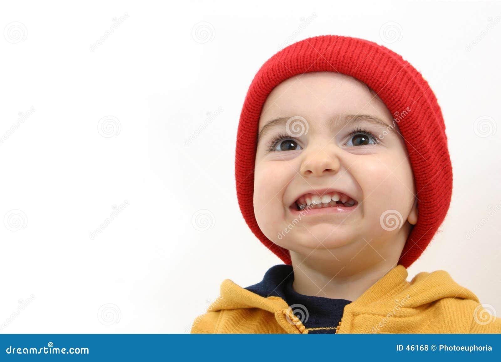 Criança do menino do inverno com sorriso grande