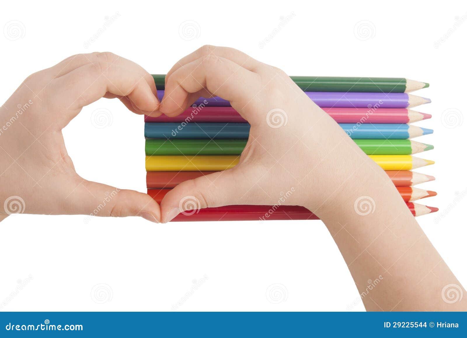 Download A Criança Entrega A Formulário Uma Forma Do Coração Acima Dos Lápis Da Cor Foto de Stock - Imagem de isolado, conceitos: 29225544