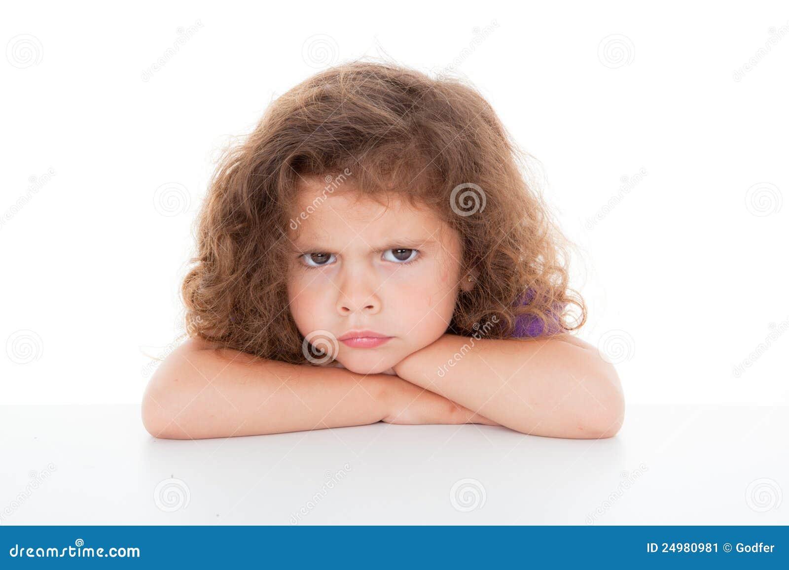 Criança irritada Sulky