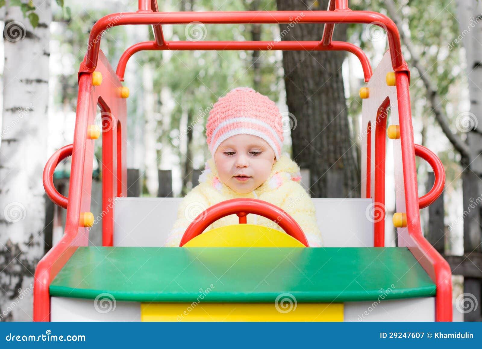 Download Criança pequena no balanço imagem de stock. Imagem de fora - 29247607